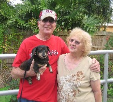 dachshund Daisy with herparents