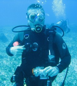Russ during his diving trip to Bimini (Click to ENLARGE)