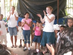 Rachel (left) and Allisa teaching the children of San Jose Villanueva's Literacy Program