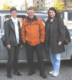Trish Gannon (left) and Jean Mello (right) with Paddy, Black Taxi Tour driver in Belfast, Northern Ireland