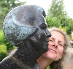 Diane and Queen Beatrix go head to head at Dehullu sculpture park in Gees