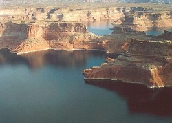 Aerial view from Lake Powell (photo Wikipedia)