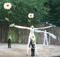 Stilt dancers in the 2008 show