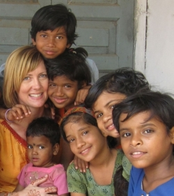 Shelle Sheale (left) with the invisble children of India