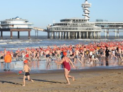 Nieuwjaarsduik (New Year's Dive) Scheveningen in 2010 (photo Alexander Fritze)