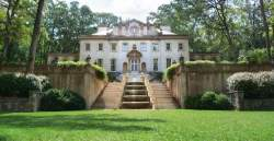 Guests on the Hunger Games Unofficial Fan Tours visit Atlanta film locations, including The Swan House, staged at Presidents Snow's Mansion. Photo credit: Courtesy Atlanta History Center