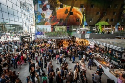 The crowds pour in for opening day (courtesy Markthal Rotterdam)
